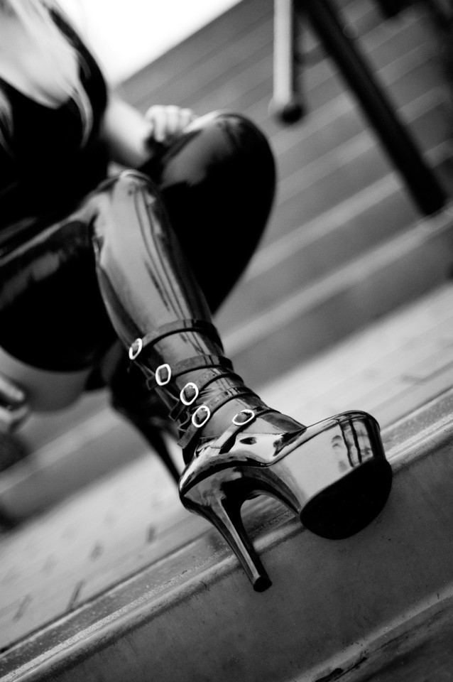 High heel and latex by ArtofLosing