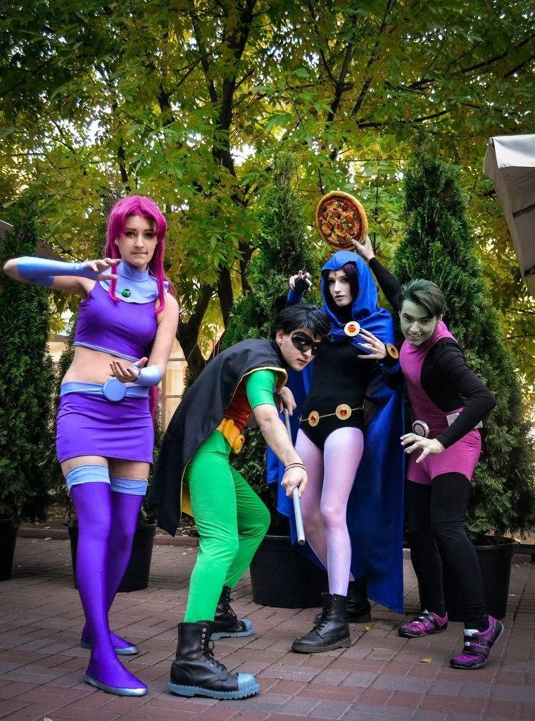cosplay titans girl teen boy