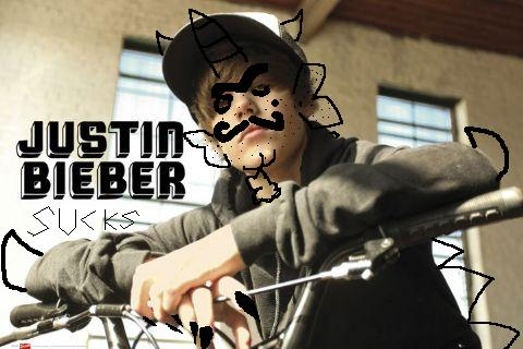 Justin Bieber Sucks on Justin Bieber Sucks