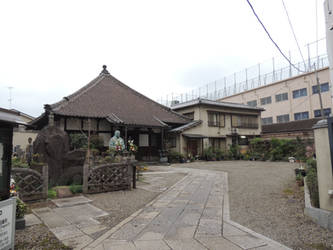 Temple on our way to the apartment by Hikaru979