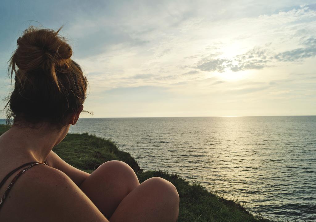 Mariana Looking into the sea by Alehodr