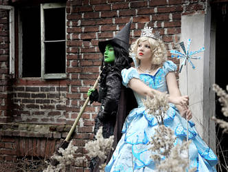 Elphaba and Glinda by Sasouri
