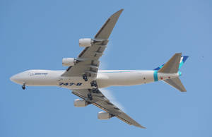 Boeing 747-8 overhead by shelbs2