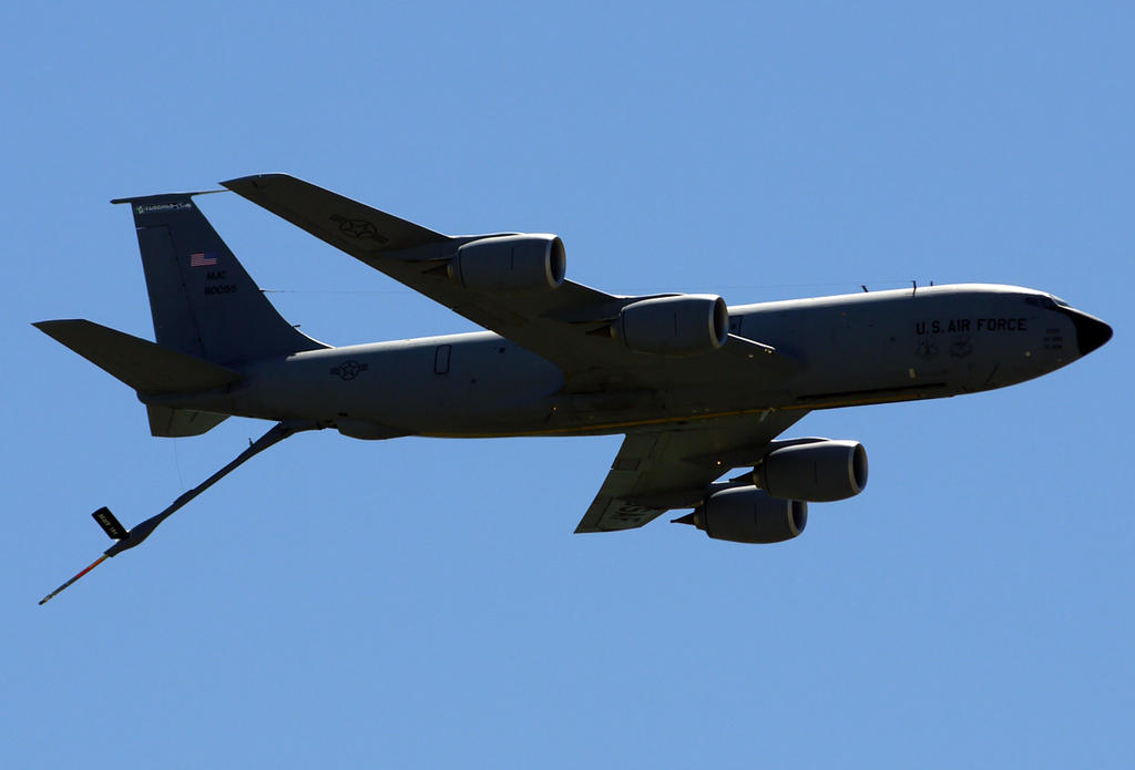 Boeing KC-135 Flyby by shelbs2