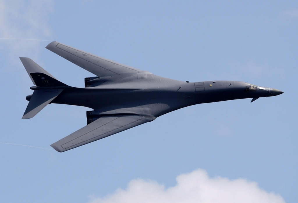 Rockwell B-1B Flyby by shelbs2