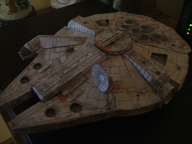 Millennium Falcon  -paper model by Allhallowseve31