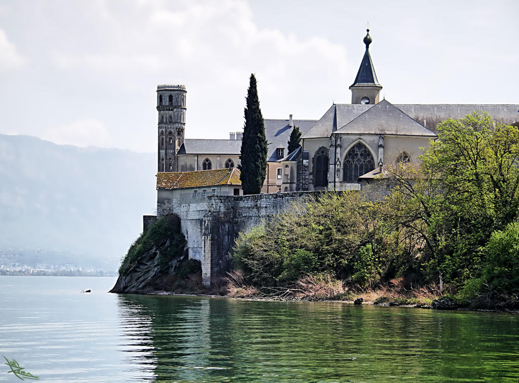 Abbaye de Hautecombe by CharlieMerci