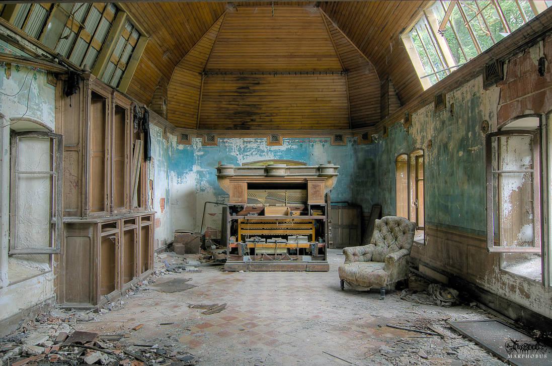Manoir Piano 4806 by Frostschock