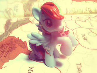 Rainbow Dash is rolling a dice by CehZ