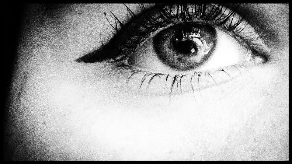 Black and white glassy eye by hazellucy
