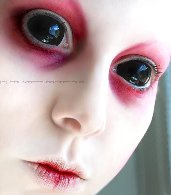 https://fc08.deviantart.net/fs42/f/2009/090/1/e/__lost_little_alien___by_Countess_Grotesque.jpg