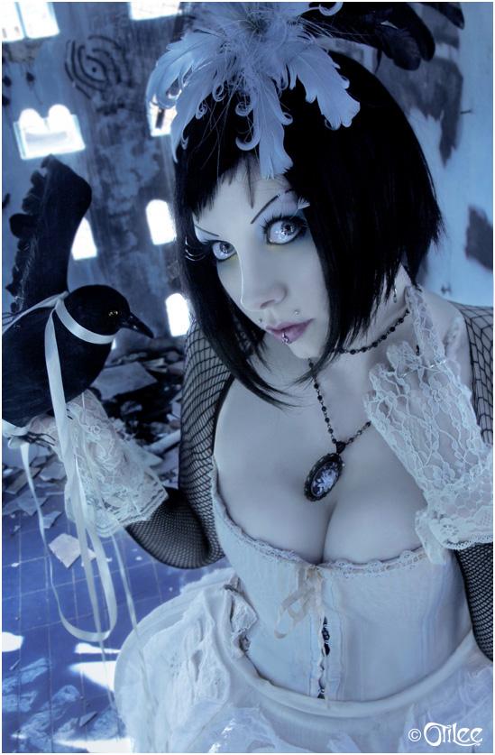 http://fc06.deviantart.net/fs40/f/2009/012/d/5/__the_princess_left_behind___by_Countess_Grotesque.jpg