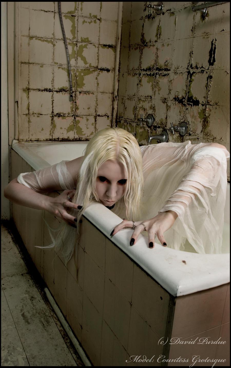 http://fc02.deviantart.net/fs70/i/2010/167/a/8/__creature___by_Countess_Grotesque.jpg