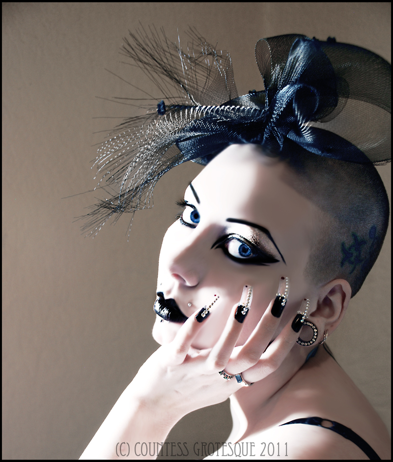 http://fc02.deviantart.net/fs71/f/2012/107/b/5/__just_a_look___by_countess_grotesque-d4wj42u.jpg