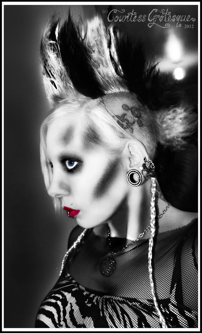 http://th00.deviantart.net/fs70/PRE/f/2013/051/0/8/__sin_city_zebra___by_countess_grotesque-d5vlk2f.jpg