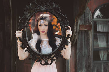Mirror Mirror by mrxthanh