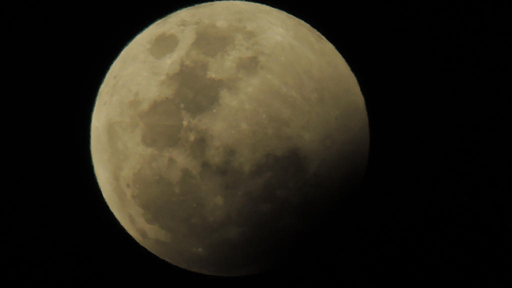 moon by ScarletVampireDoll
