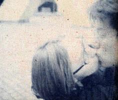 kiss by pommefritz