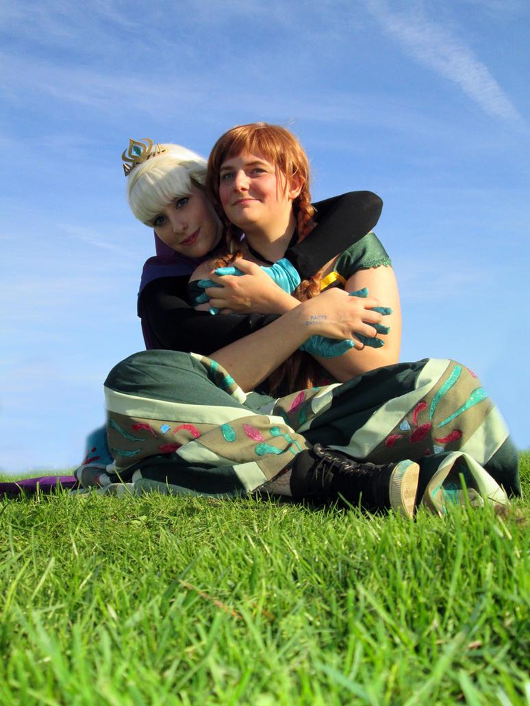 Elsa and anna coronation Cosplay by sakykeuh