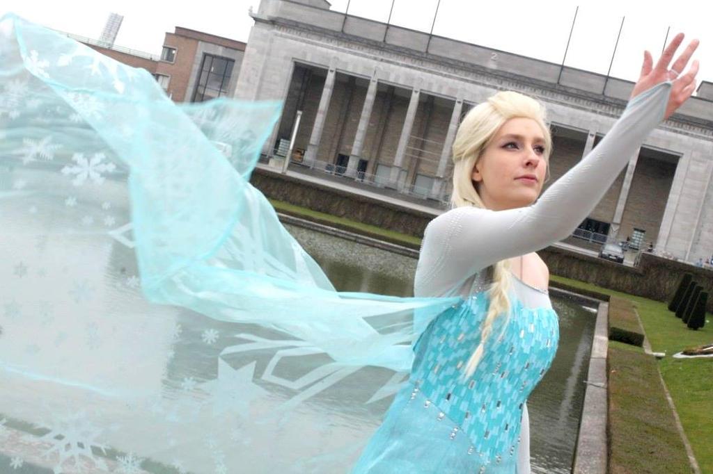 Frozen Elsa Cosplay by sakykeuh