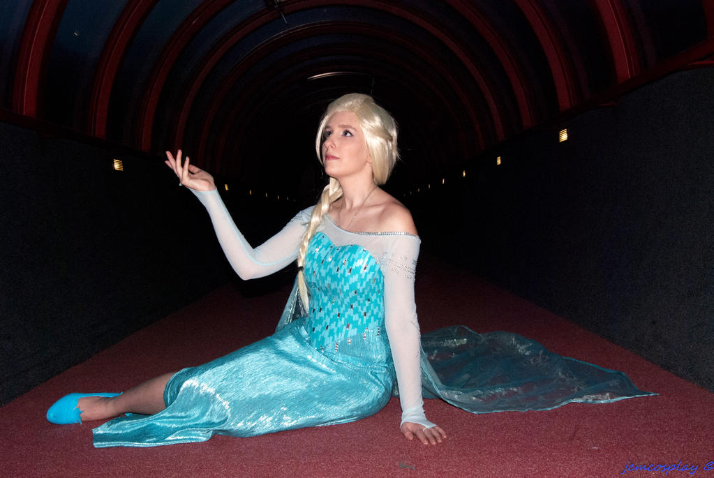 Elsa Cosplay by sakykeuh