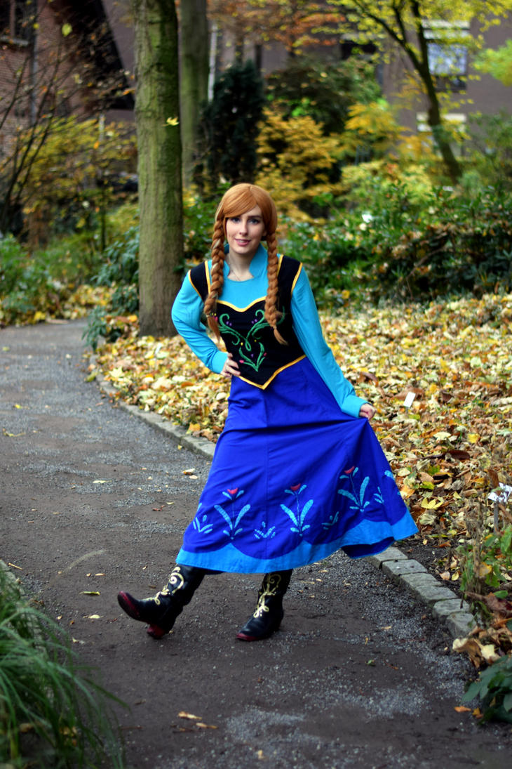 Disney Anna Cosplay by sakykeuh