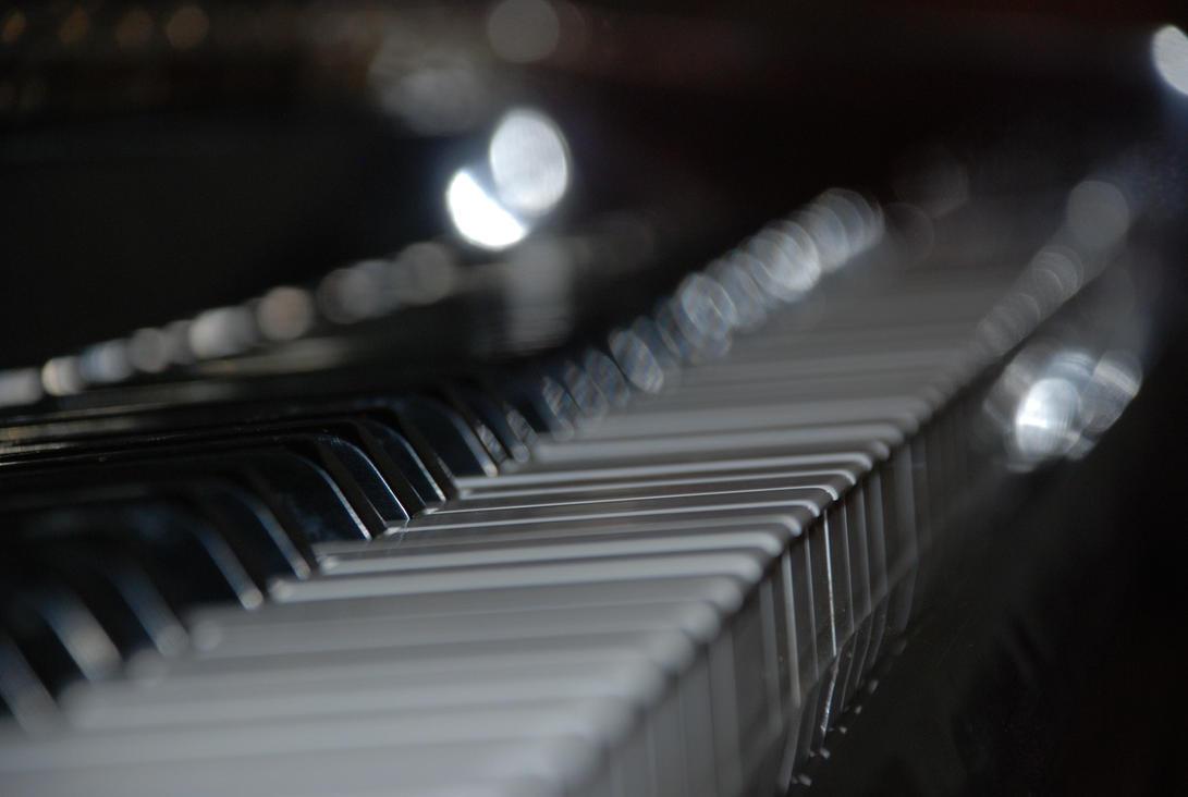http://th08.deviantart.net/fs23/PRE/f/2007/339/2/7/Piano_by_stockscore.jpg