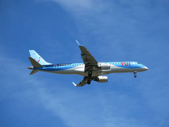 TUI fly TB3902 on approach by kanyiko