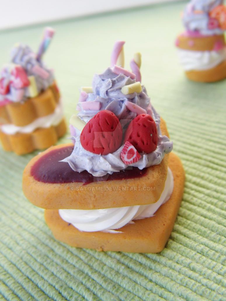 Kawaii Heart Cookie Sandwich by Satoame