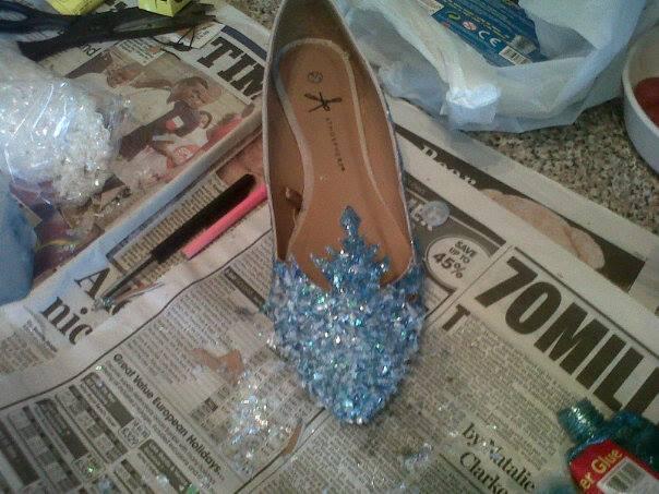 Disney`s Frozen - Elsa`s Shoes by xanimeXabbiex