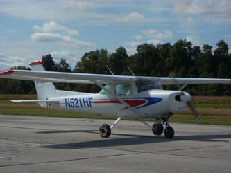 Hulman 152 Landing by SuperArrow