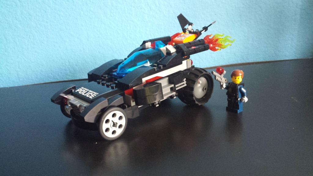 Officer Emmet's Police Car  by DTrinidad