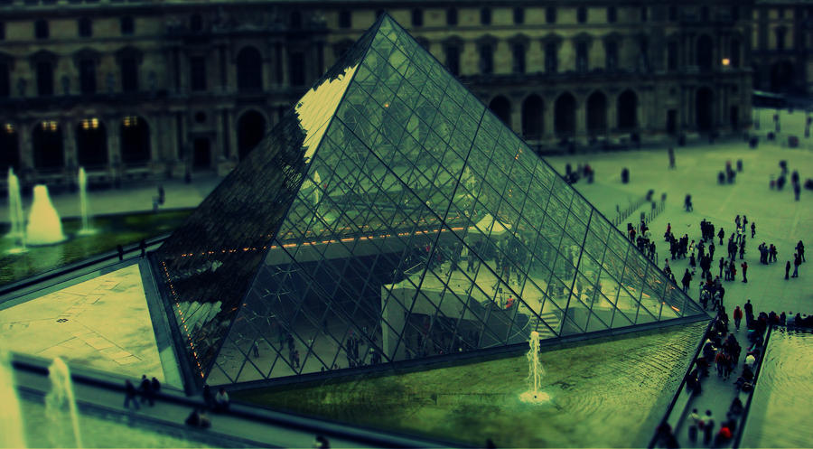 Tilt Shift Louvre by Alineas