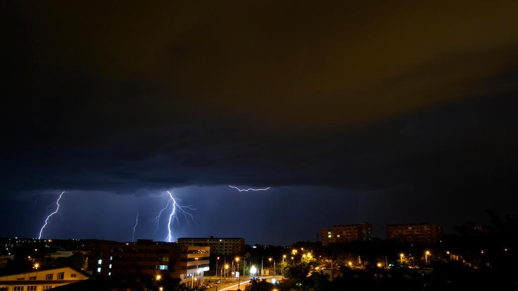 Lightning by bogdanel1993