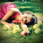2013 Glamour calendar: Apple