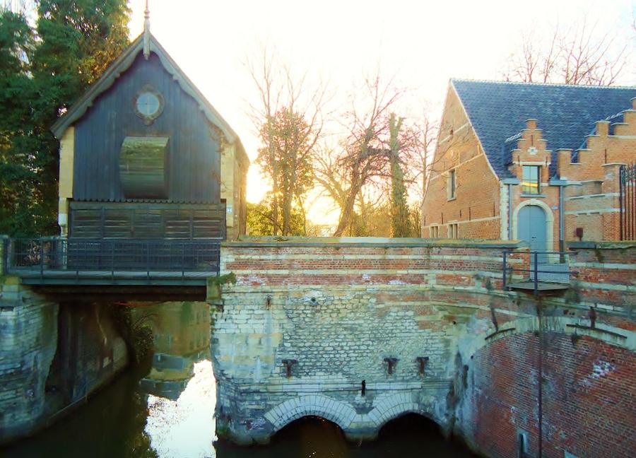 Petit pont a Maline en Belgique by Acrylinne