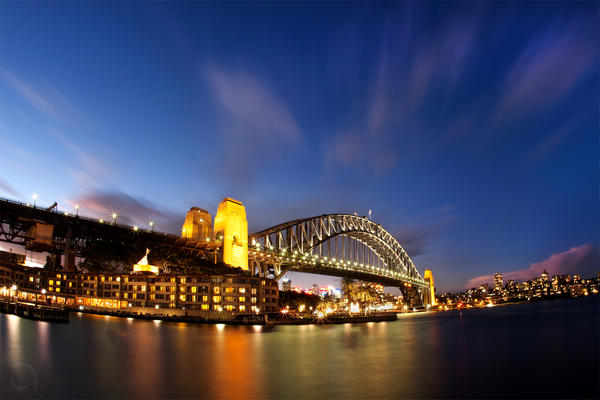 Sydney Harbour Bridge by antontang