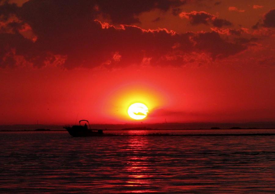 Blood Red Sunset by EchoRukia