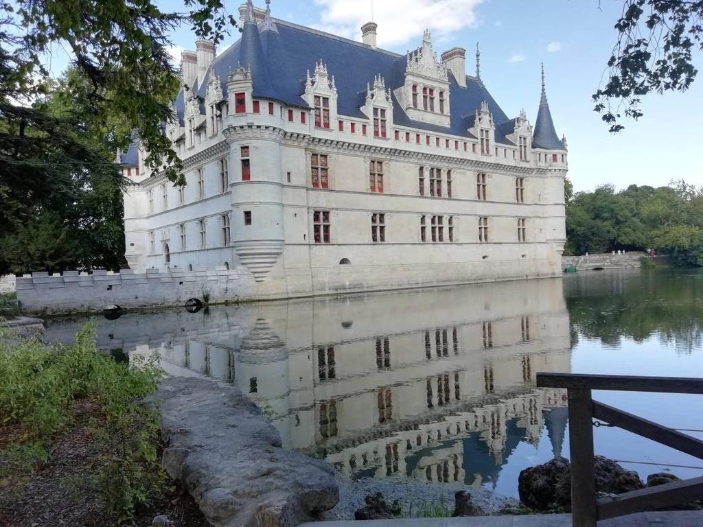 castle of Azay le rideau  by planzman