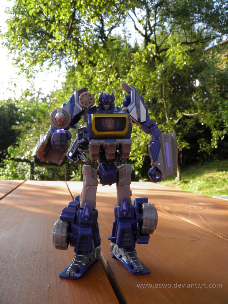 24.08.2011 Cybertronian Soundwave by oswo