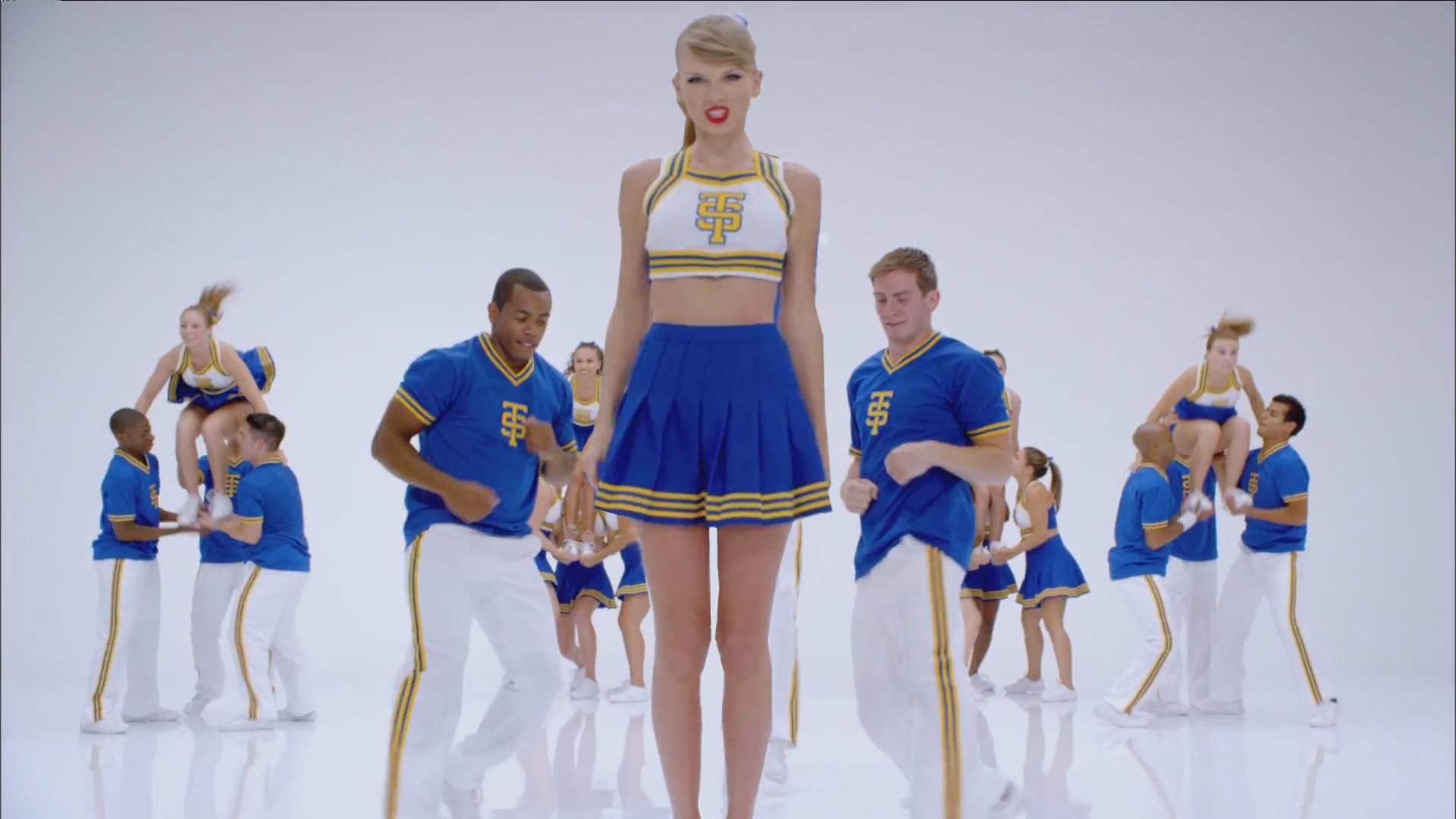 Taylor Swift Giant Cheerleader by Cloverfield12 on DeviantArt