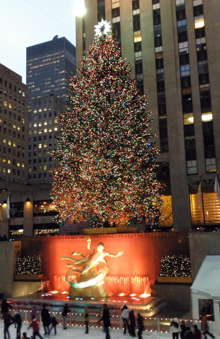 New York City Christmas Tree by moeoeop on DeviantArt L3iW5BzO