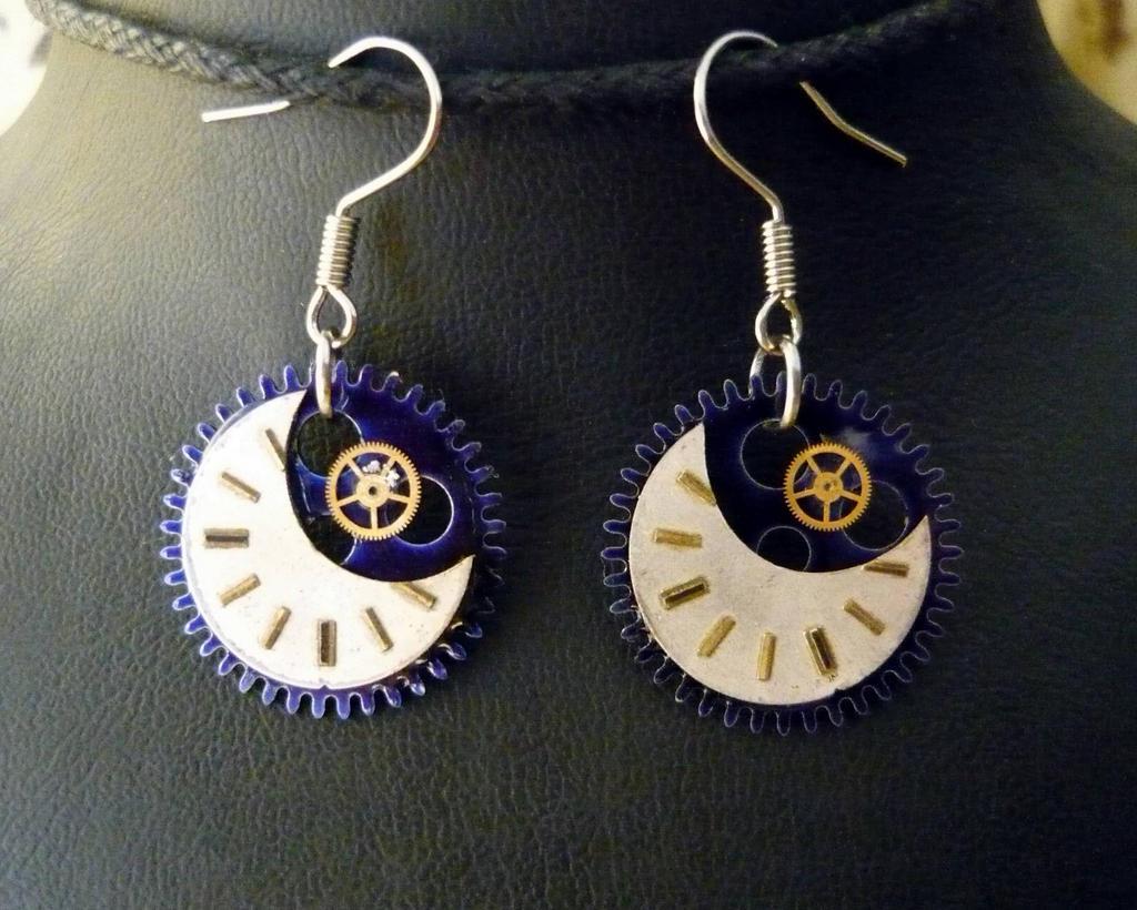 Steampunk moon earrings by lollollol2