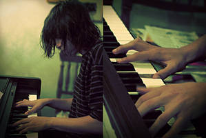 Erik and His Piano by 0xo