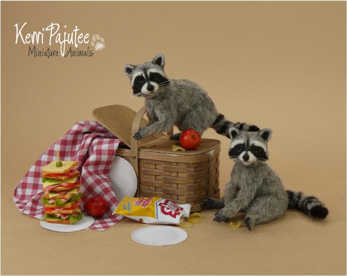 Miniature 1:12 Raccoon sculptures by Pajutee
