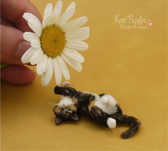 Flipflop Calico Kitten Sculpture 1:9 scale by Pajutee