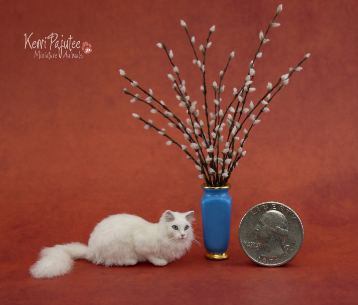 Miniature White Cat sculpture by Pajutee