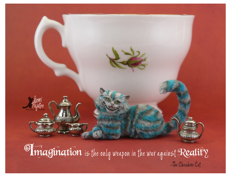 Miniature Cheshire Cat sculpture... by Pajutee