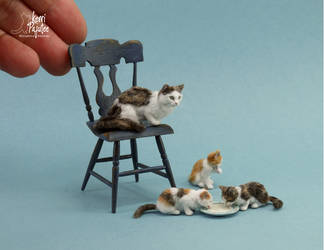 Miniature Cat and Kitten sculptures by Pajutee