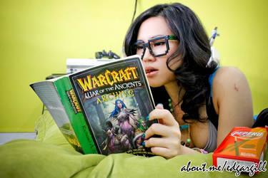 Geek Girl Reading WarCraft : War of the Ancient by jnalye